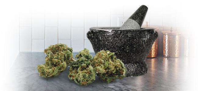 D'Effriter Le Cannabis: Mortier Et Pilon