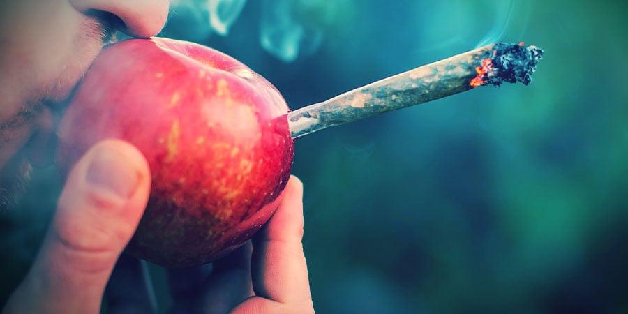 Fumer Du Cannabis Pipe En Pomme