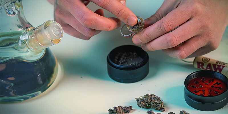 Comment Utiliser Bang: Remplir douille d'herbe