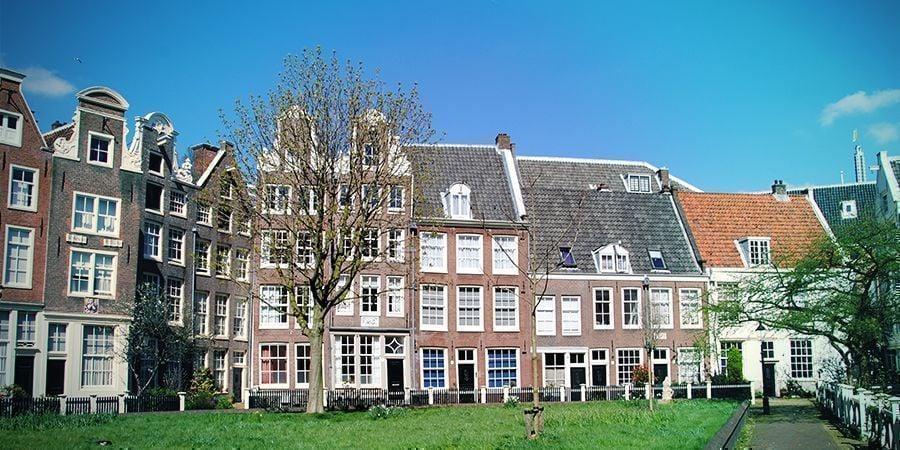 Endroits Où Fumer À Amsterdam : Cours Intérieures