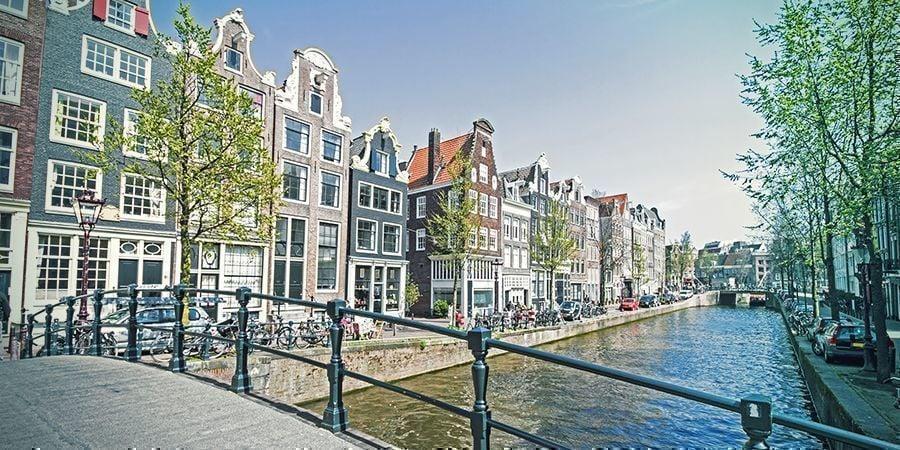 Endroits Où Fumer À Amsterdam : Canaux Pittoresques