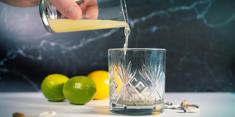 Instructions pour Préparer le Lemon Tek: Réduisez les citrons en jus et versez-les sur la poudre de champignon