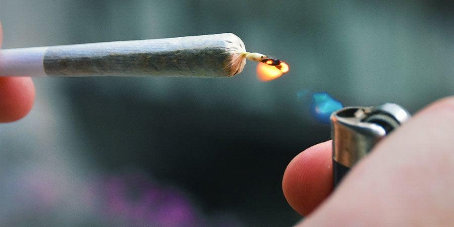 Détecter Les Contaminants Dans Le Cannabis : Soyez Très Attentif Lorsque Vous Allumez Un Joint, Une Pipe Ou Un Bang