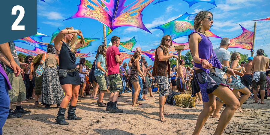 Dansez pendant un festival psychédélique