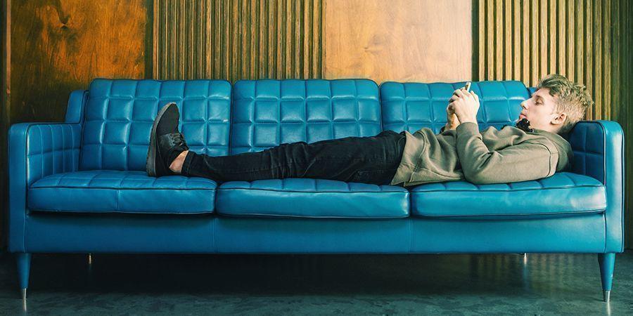 Qu'est-Ce Que C'est D'être Cloué Au Canapé?