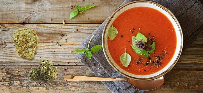 Soupe à la tomate de cannabis