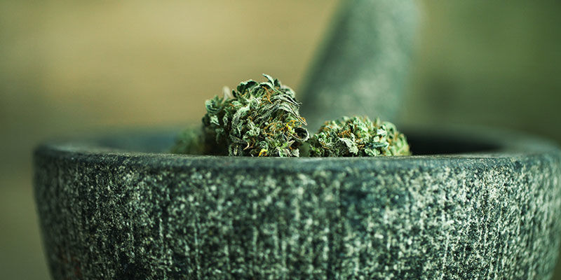 Grinder Du Cannabis Sans Grinder : Objets Contondants