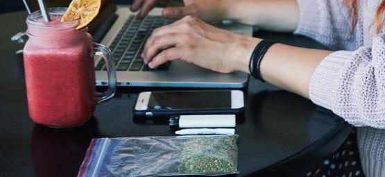Guide Pour Fumer Discrètement De La Weed Au Travail